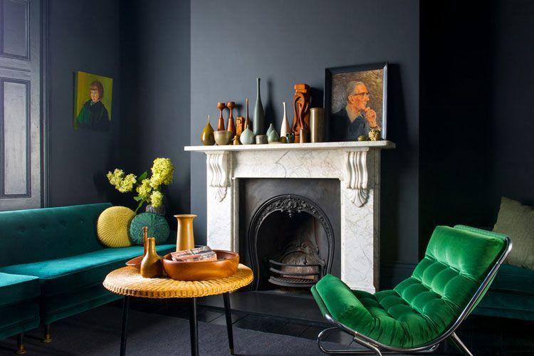 Oturma odasını renkli kanepelerle dekore edin
