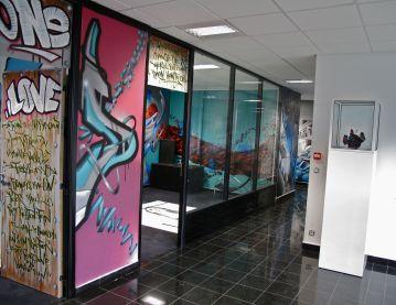 deco murale couloir bureau entreprise