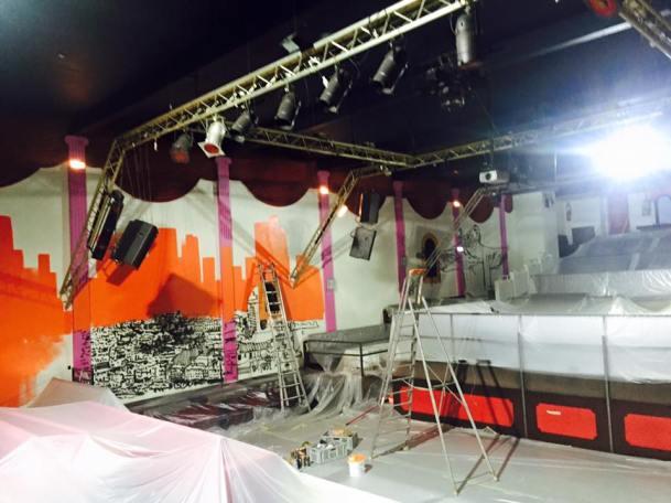 Preparation deco salle discotheque