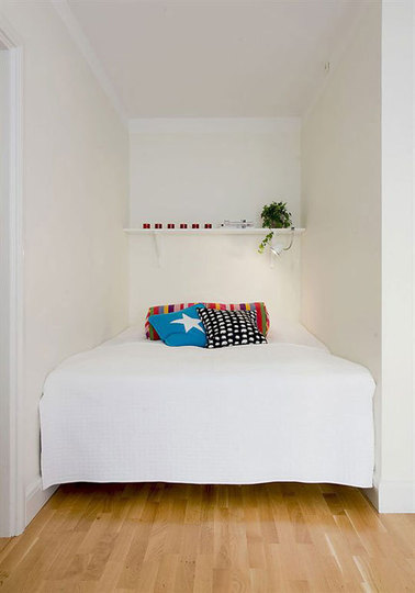 25 Awesome Small Bedroom Decorating Ideas-Designs on Very Small Bedroom Ideas  id=69129