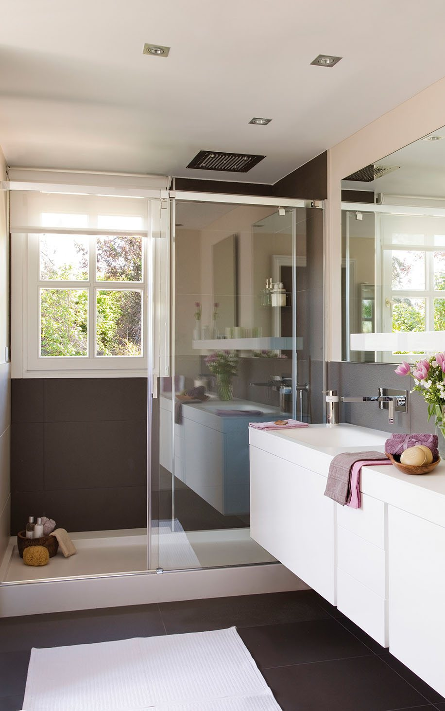 Small Bathroom Remodeling Guide (30 Pics) - Decoholic on Small Bathroom Renovations  id=45517