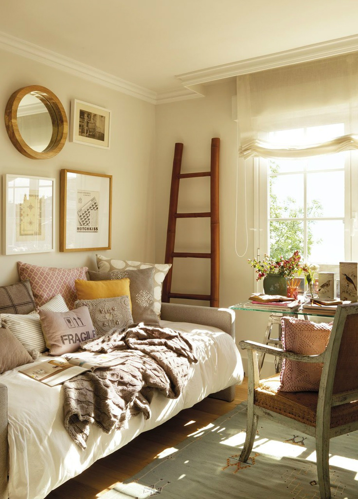 10 Tips For A Great Small Guest Room - Decoholic on Small Room Decoration  id=94399