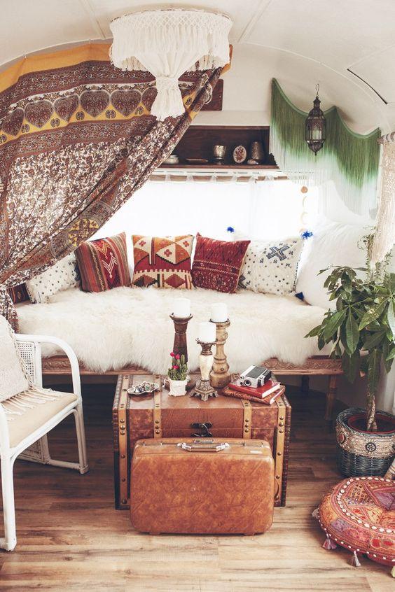 26 Bohemian Living Room Ideas - Decoholic on Bohemian Living Room Decor Ideas  id=32580