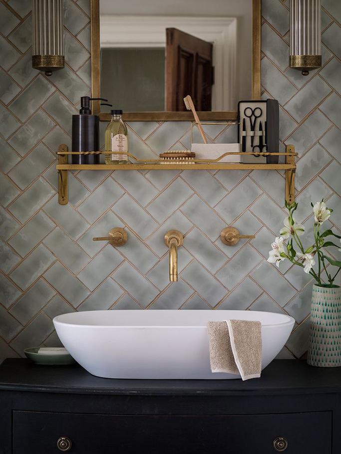 50 Bathroom Ideas With Gold Touches   Decoholic on Small:e_D8Ihxdoce= Bathroom Ideas  id=86978