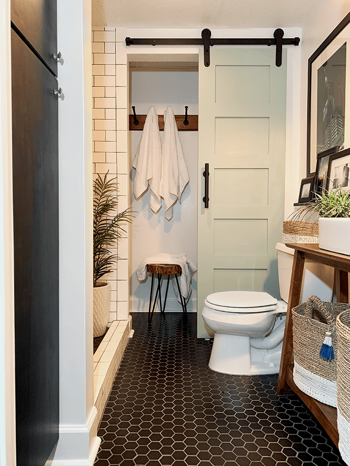 11 Small Bathroom Ideas You'll Want to Try ASAP | Decoholic on Small:e_D8Ihxdoce= Restroom Ideas  id=30474