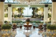 """PALAZZO VERSACE / GOLD COAST, AUSTRALIA Dorados, arañas de cristal, terciopelos y molduras. El recargado espíritu de Donatella Versace late en este hotel de uno de los """"paraisos surferos"""" australianos. Inaugurado en 2000, presume de ser el primero de los alojamientos vestido por modistos."""