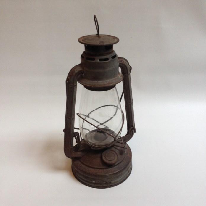 lanterne-petrole-de-cheminot-vintage