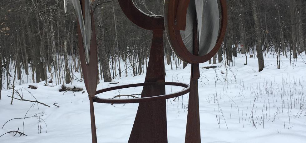 Sculpture métal recyclé Glen LeMesurier page titre