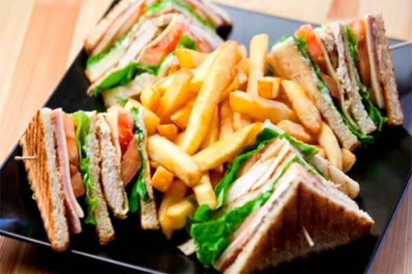 club sandwich ingredientes