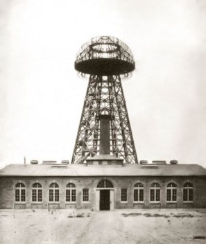 Tesla's Wardenclyffe Tower around 1904. Construction started in 1901, and it was desintegrated in 1917. ... The photo is taken from ... https://en.wikipedia.org/wiki/Wardenclyffe_Tower#/media/File:Tesla_Broadcast_Tower_1904.jpeg