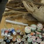 Horusauge, Vergoldung von Treibholz und auf Naturholz