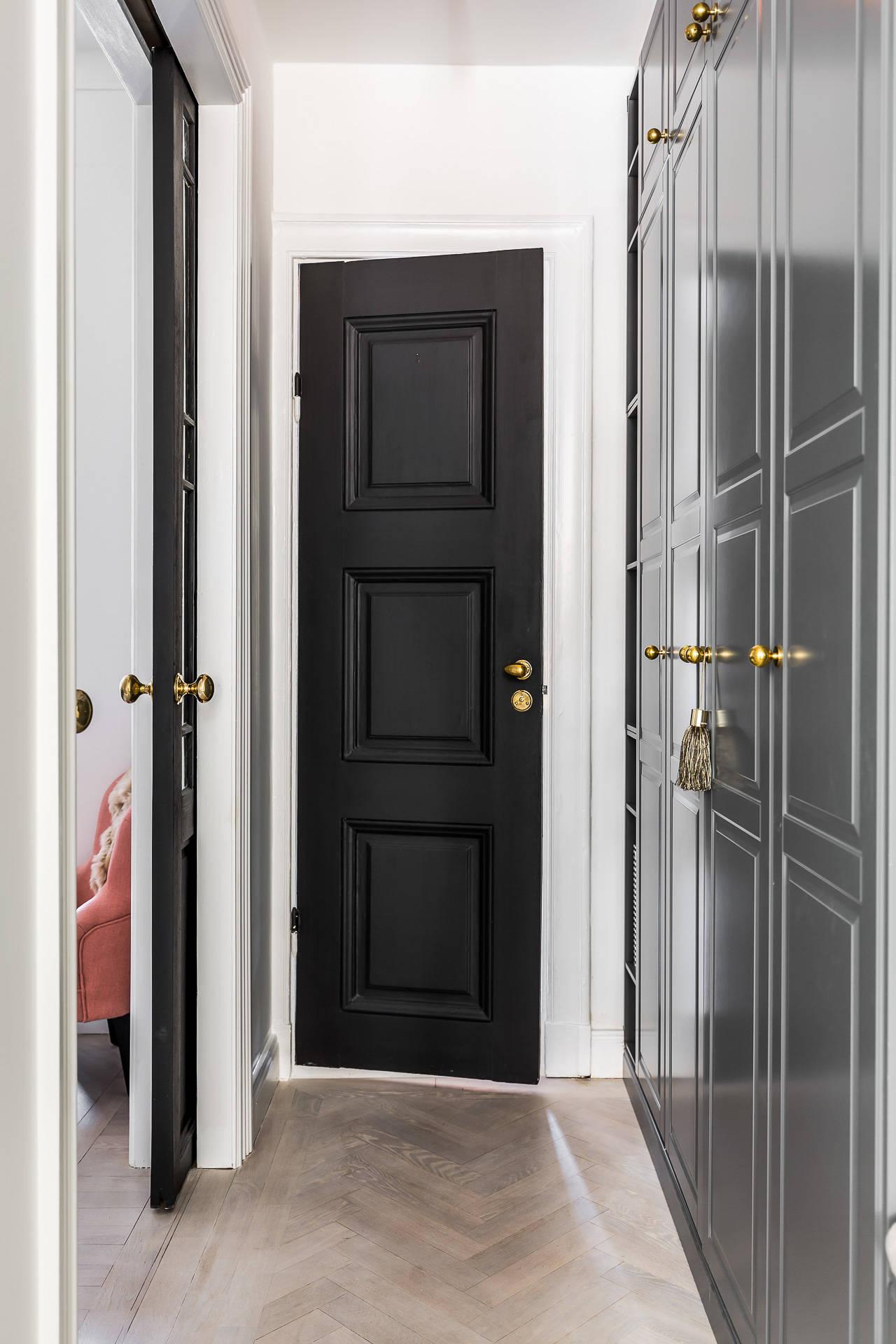 входная дверь коридор шкаф