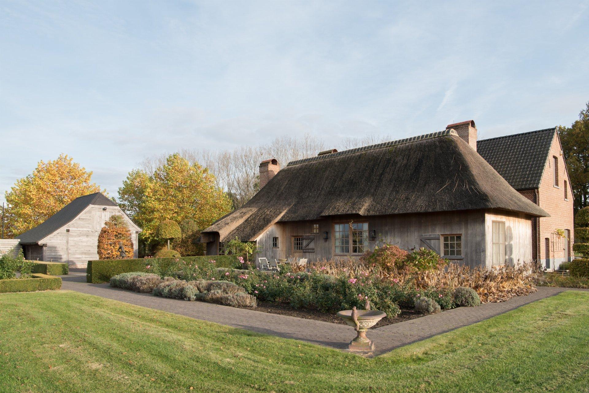 соломенная крыша дома