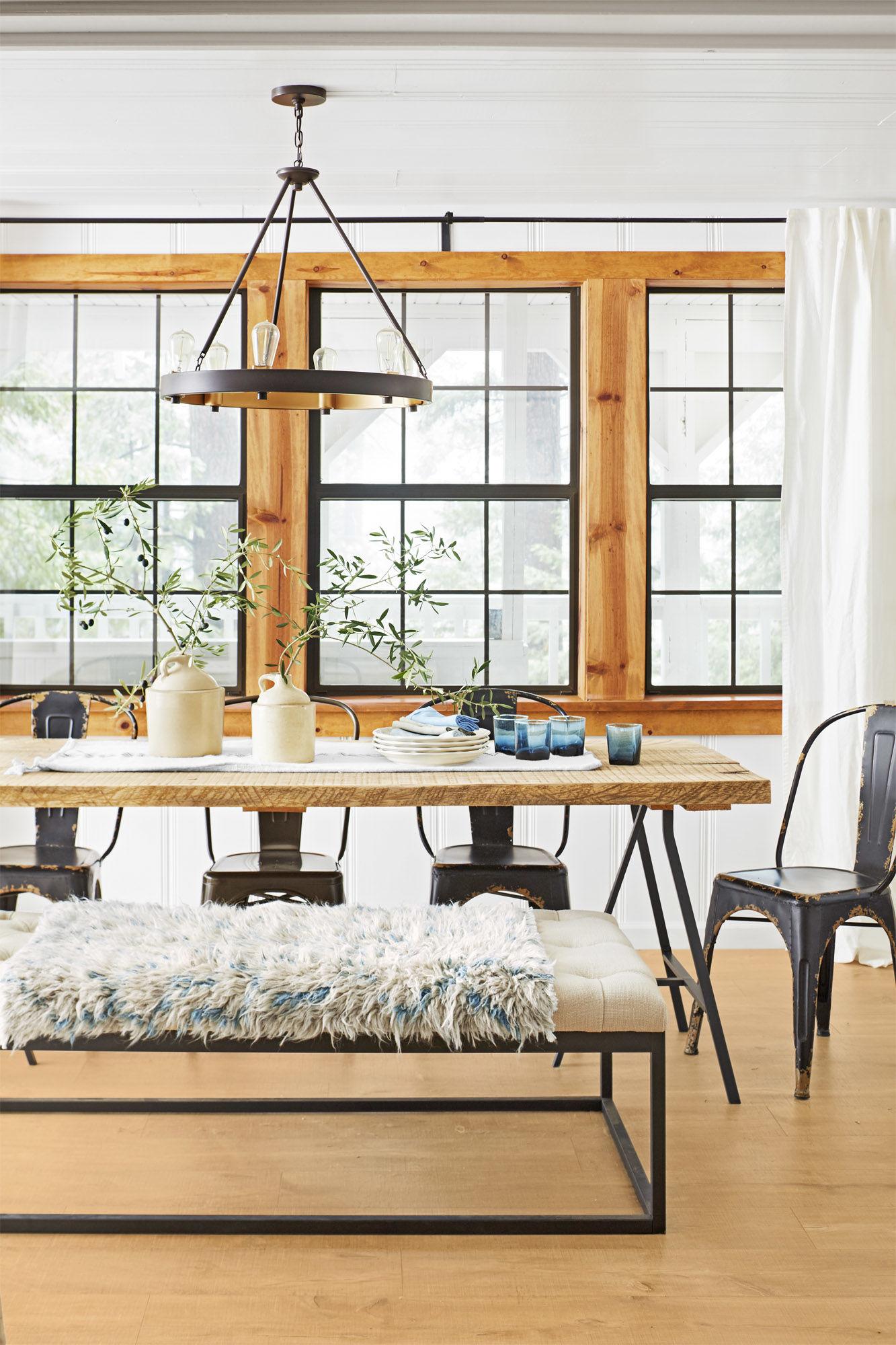 стол стулья лампа окна