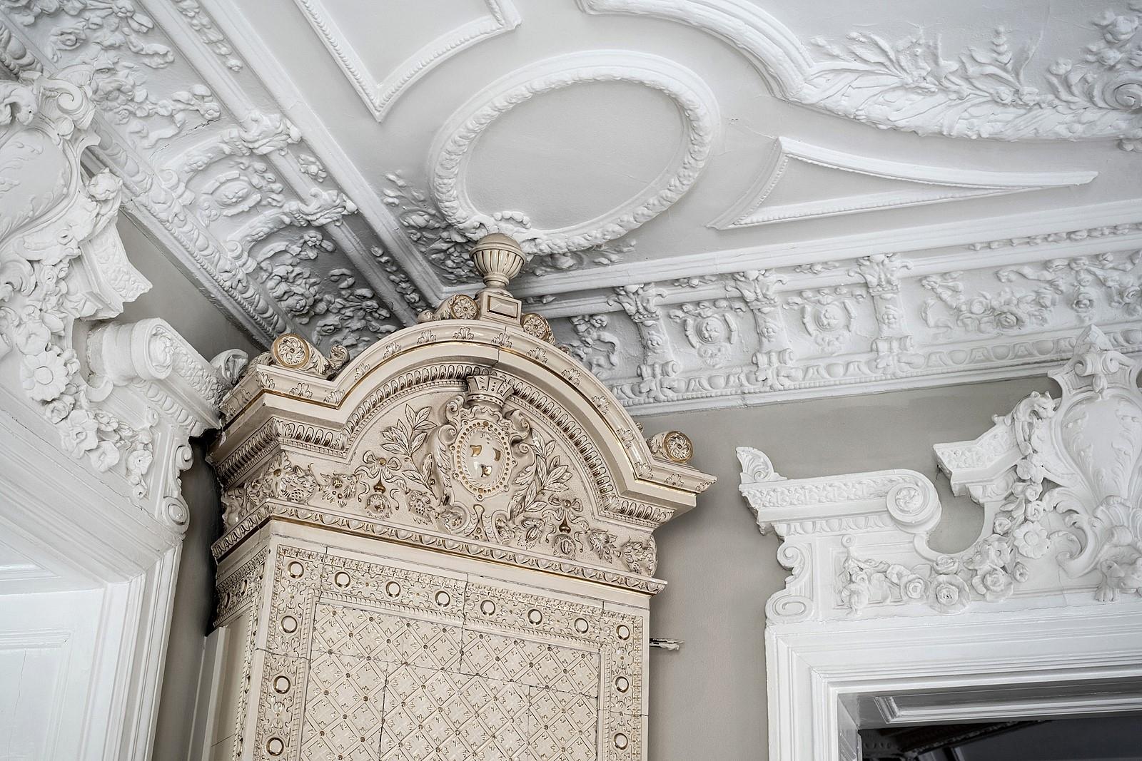 печь потолок лепнина