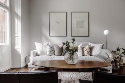 картины диван столик