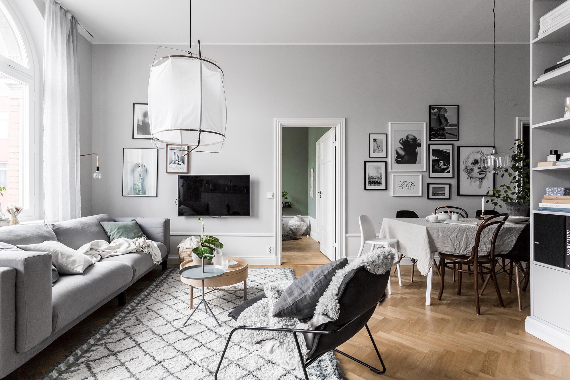 гостиная ковер лампа стулья