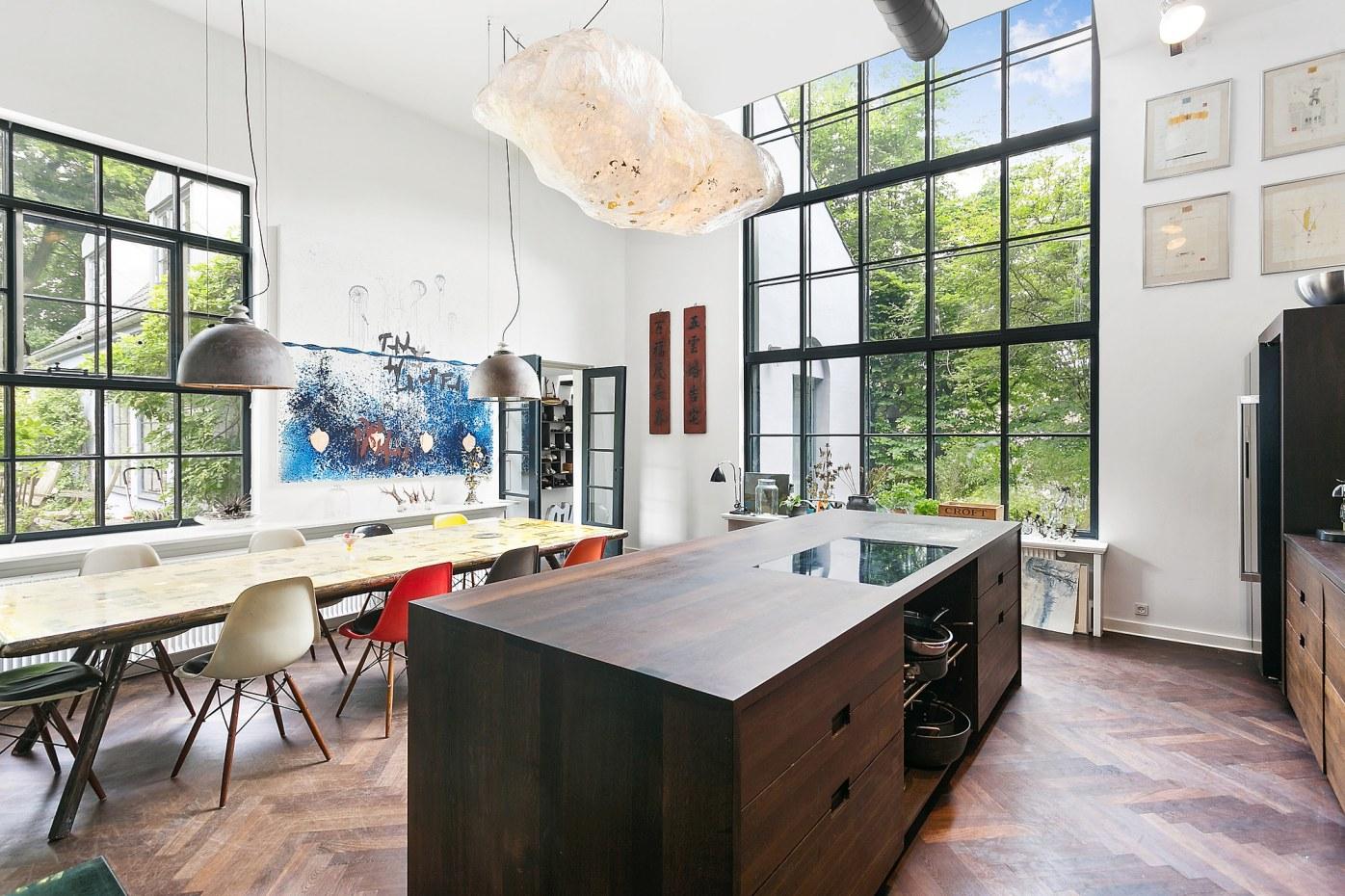 панорамное остекление кухонный остров высокие потолки