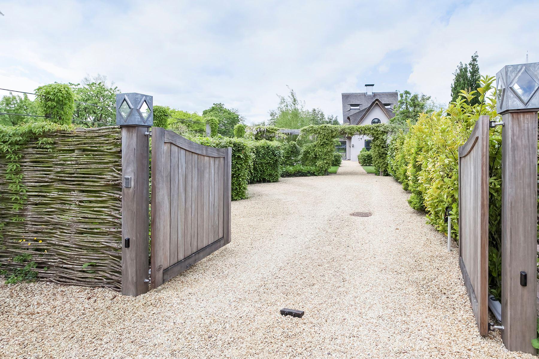 загородный дом ворота дорога