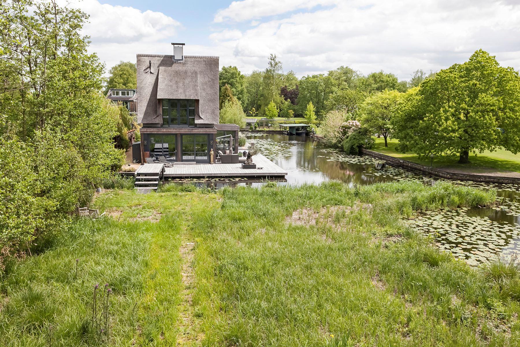 загородный дом водоём
