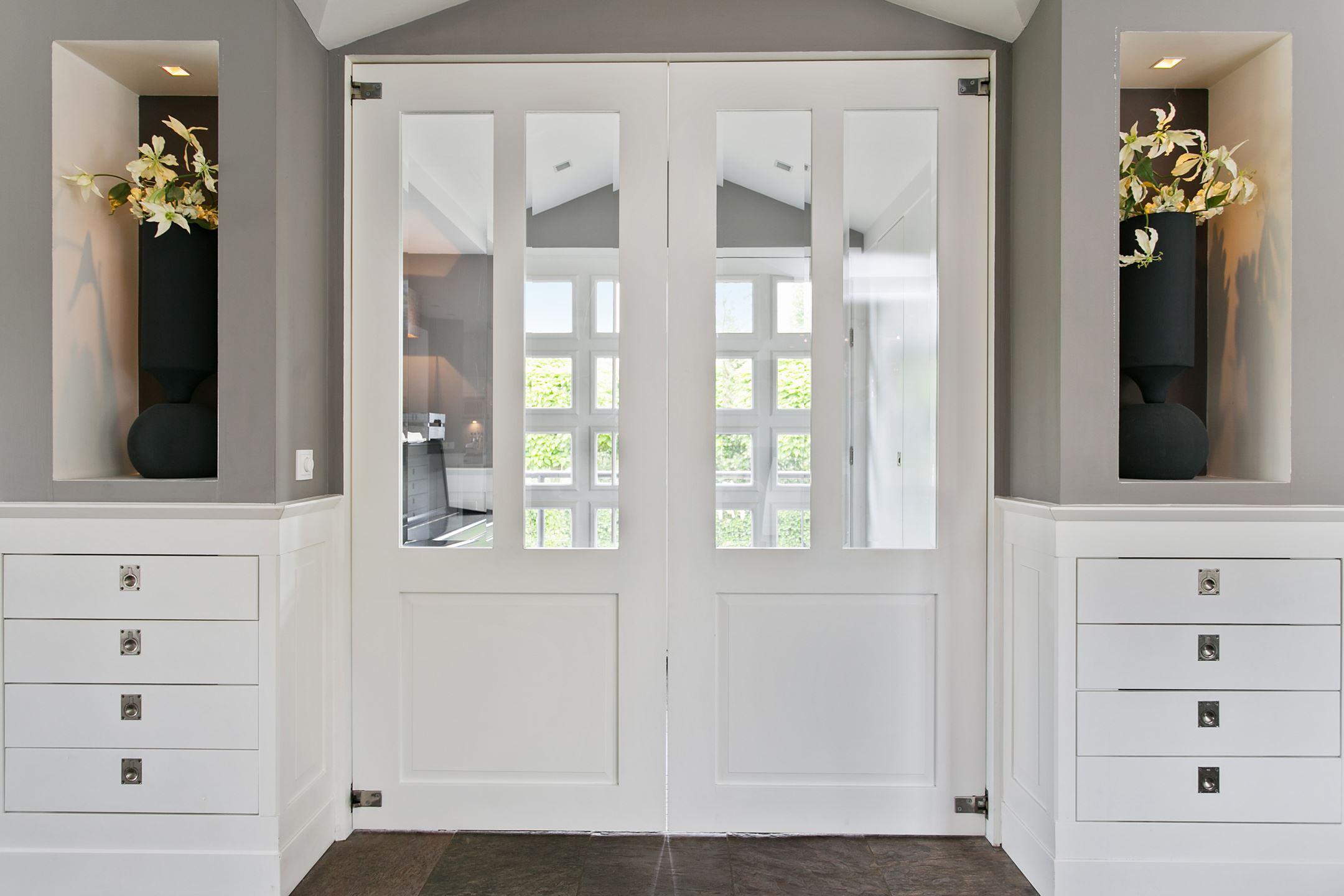 вход в дом входная дверь