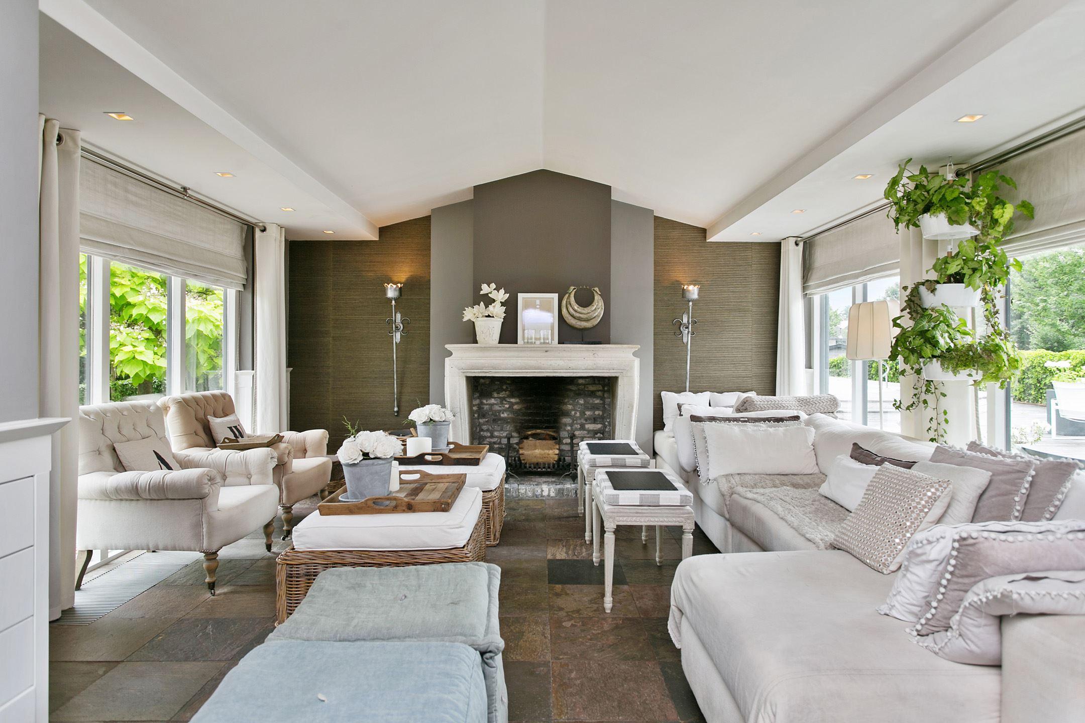 гостиная мебель диваны кресла окна камин