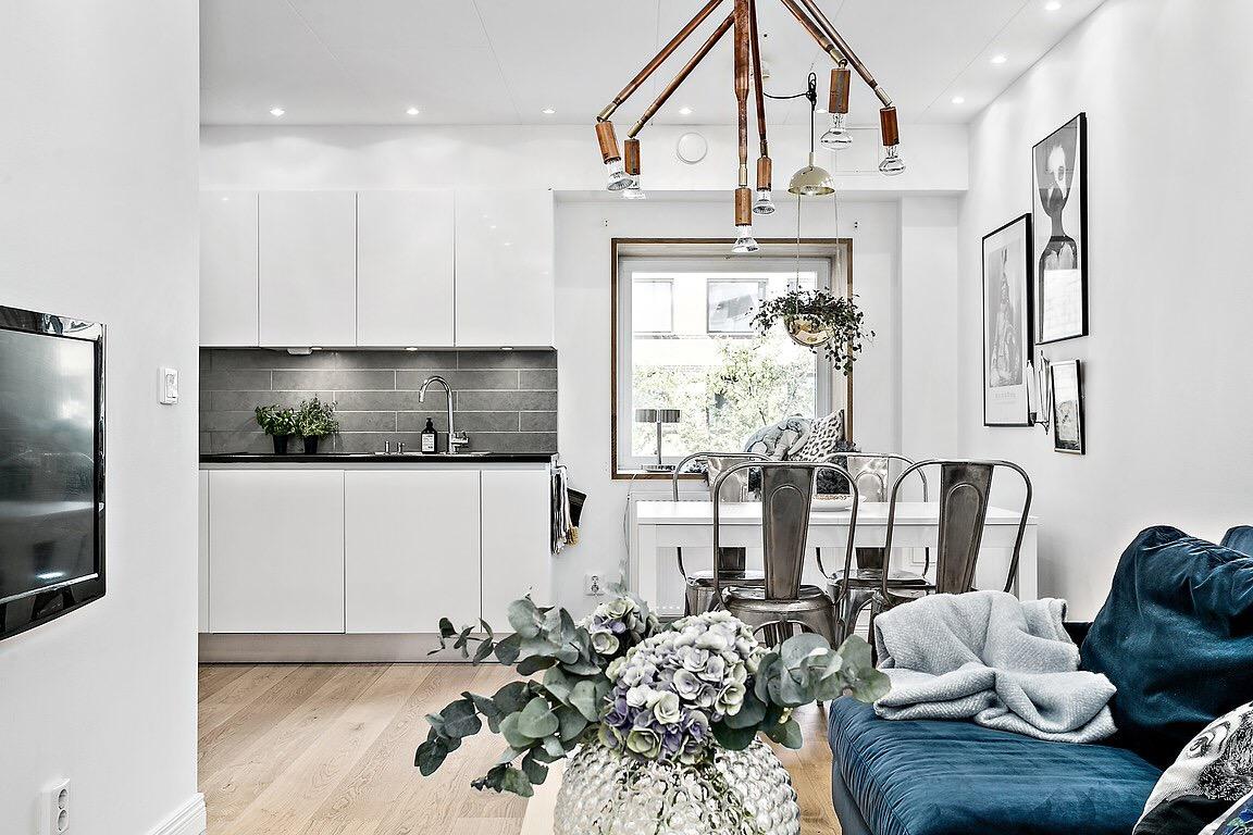 кухня гостиная стол диван