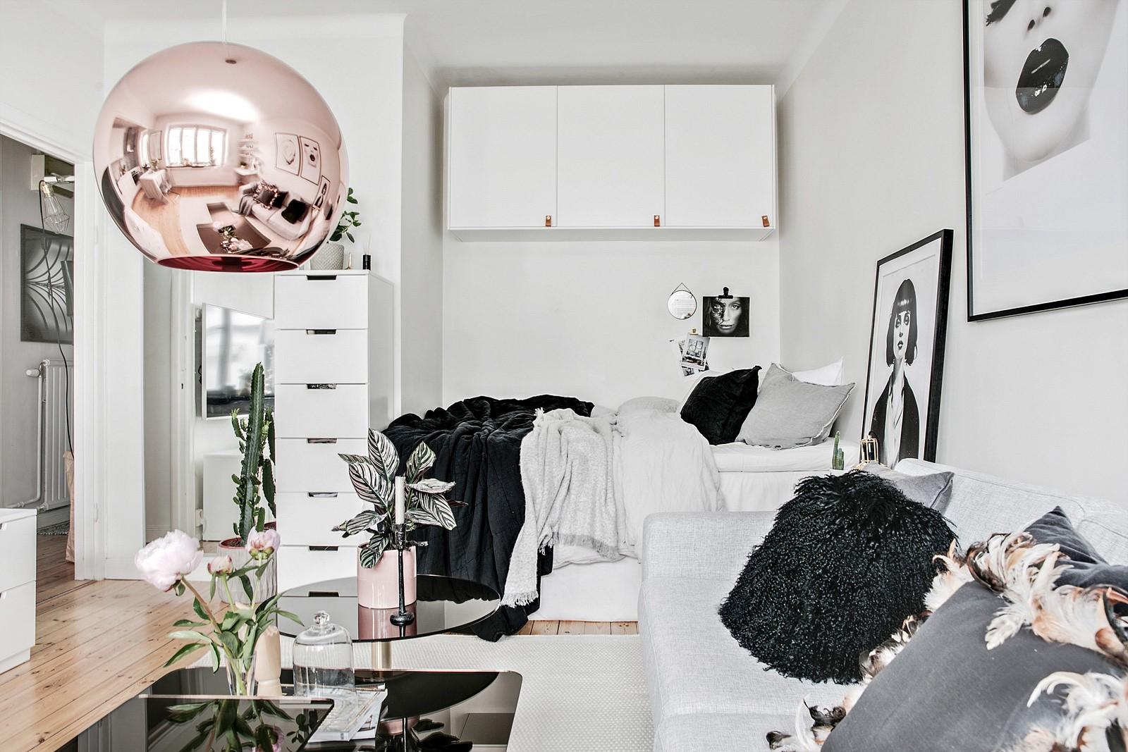 гостиная ниша  спальня студия диван столик подвесная лампа
