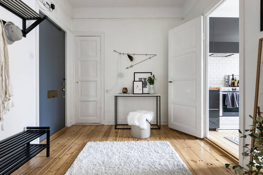входная дверь коридор прихожая консоль ковер