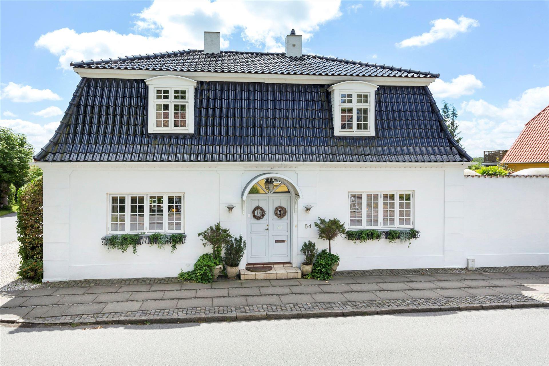 загородный дом с мансардой