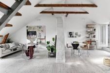 гостиная высокий потолок балки
