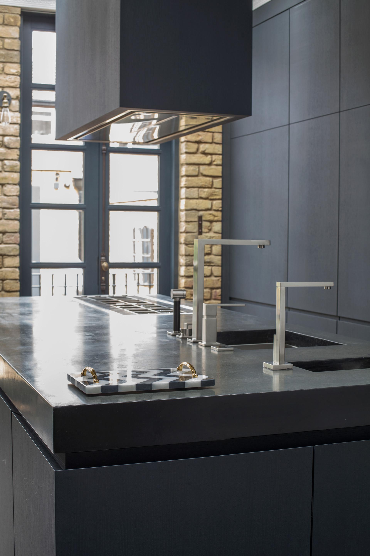 кухня кухонный остров столешница мойка кран плита вытяжка