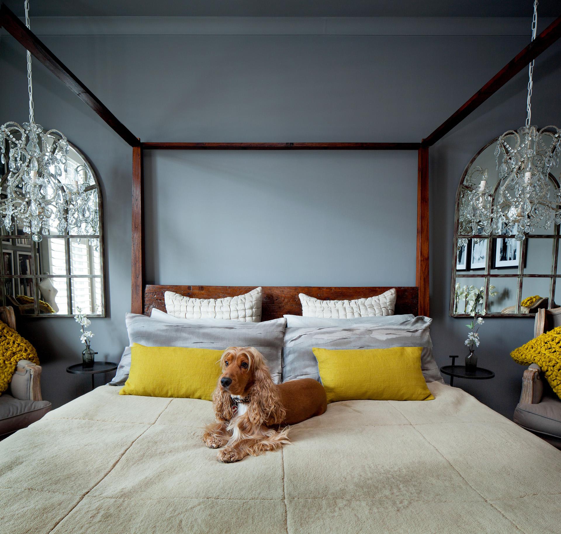 спальня зеркало кровать подушки балдахин
