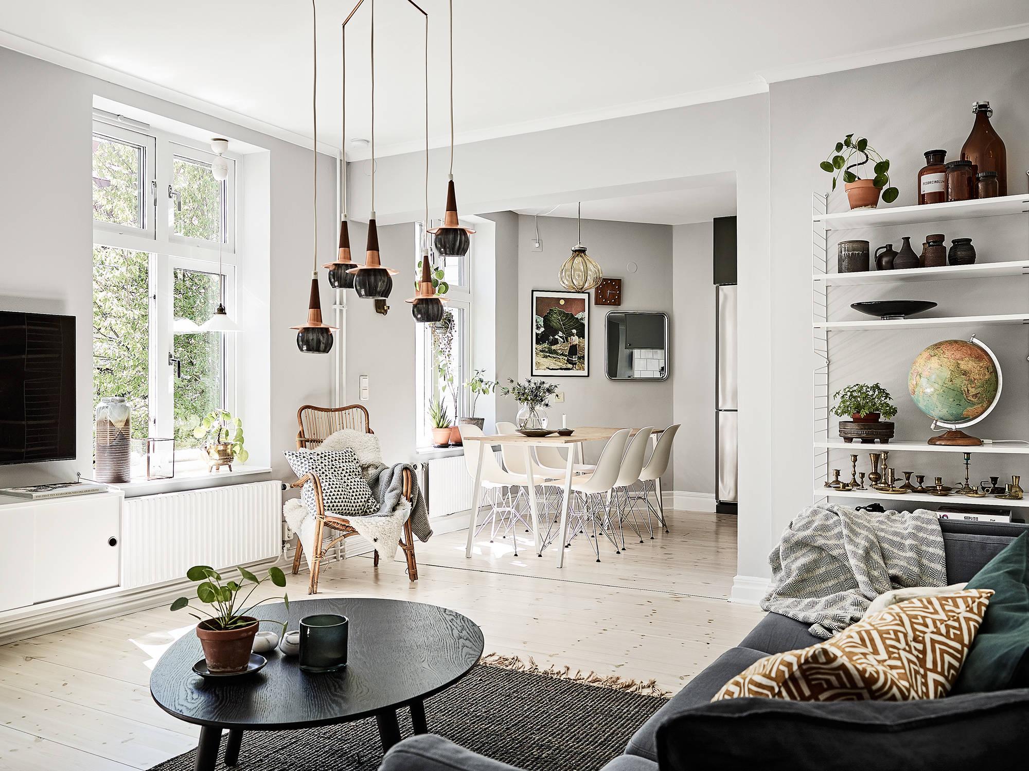 гостиная кухня диван столик ковер подвесные лампы