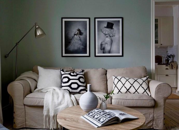 диван подушки круглый столик