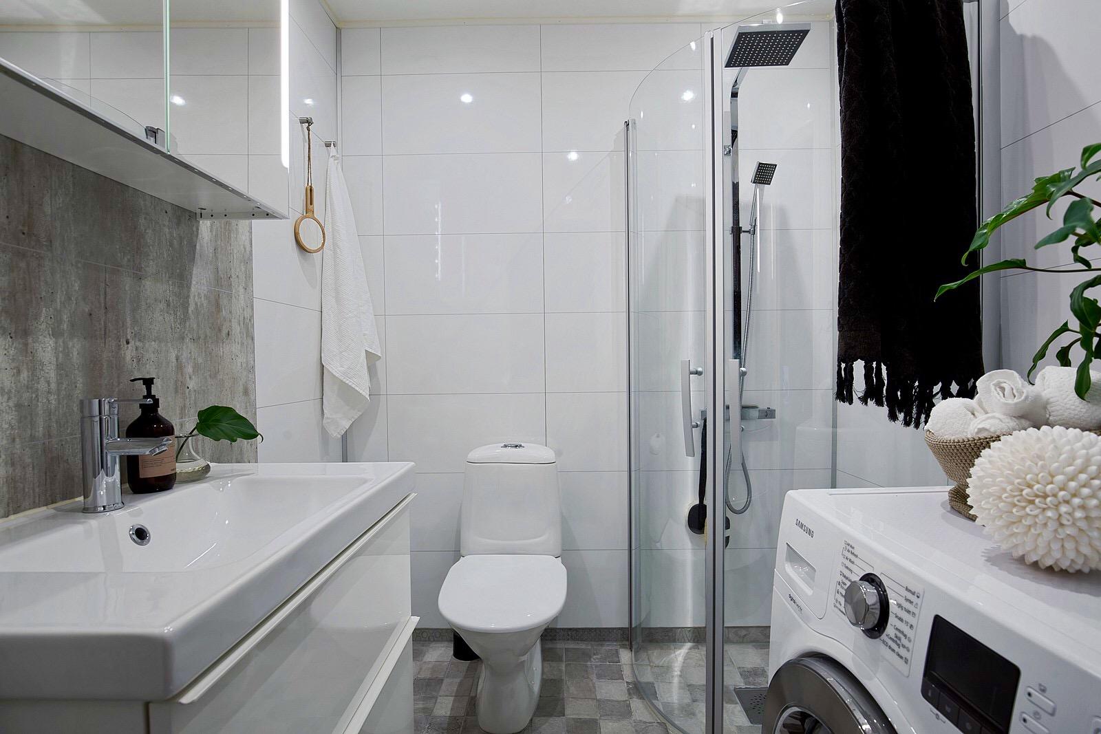 санузел раковина зеркало плитка душ стиральная машина