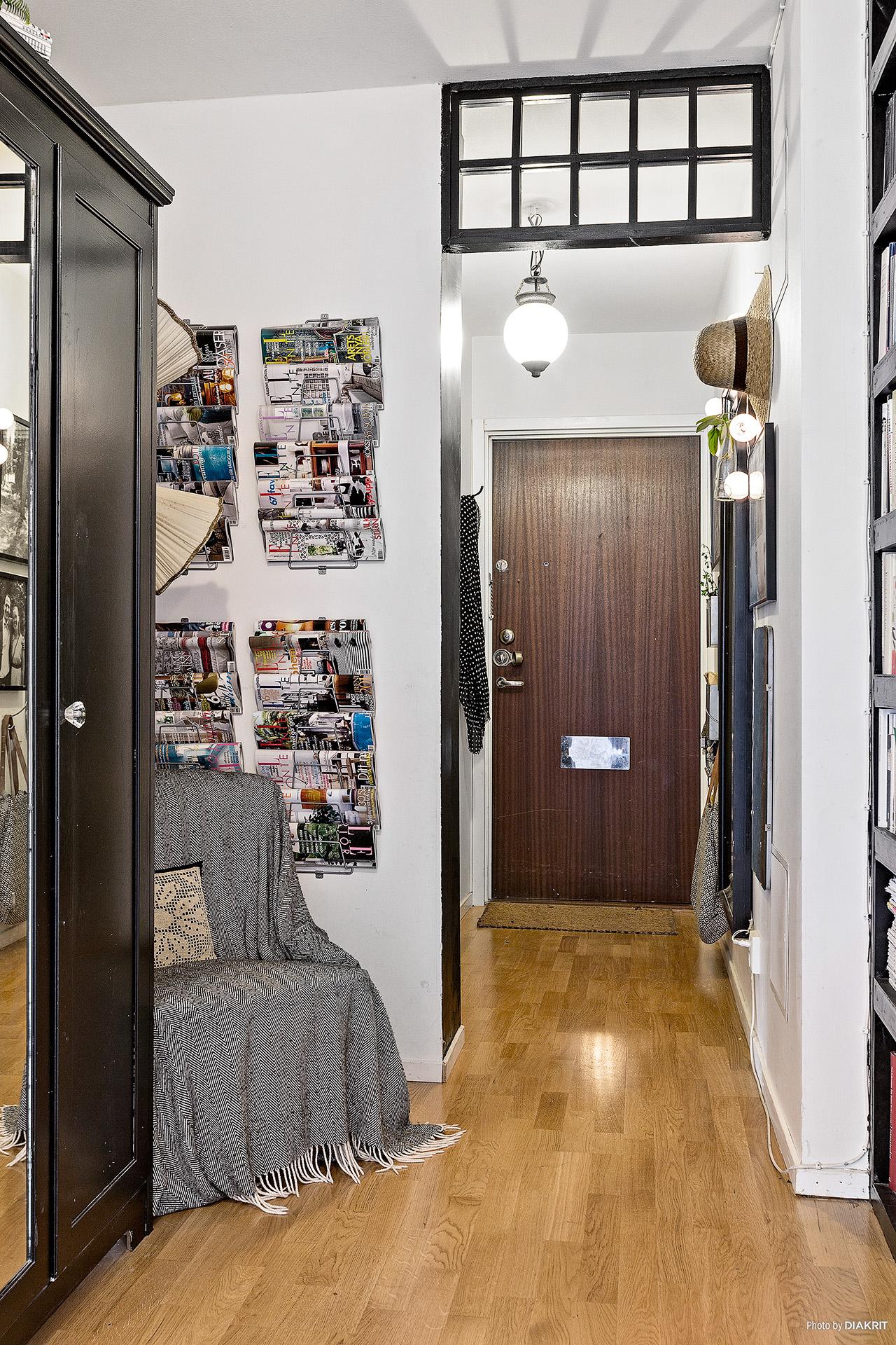 прихожая коридор входная дверь журналы