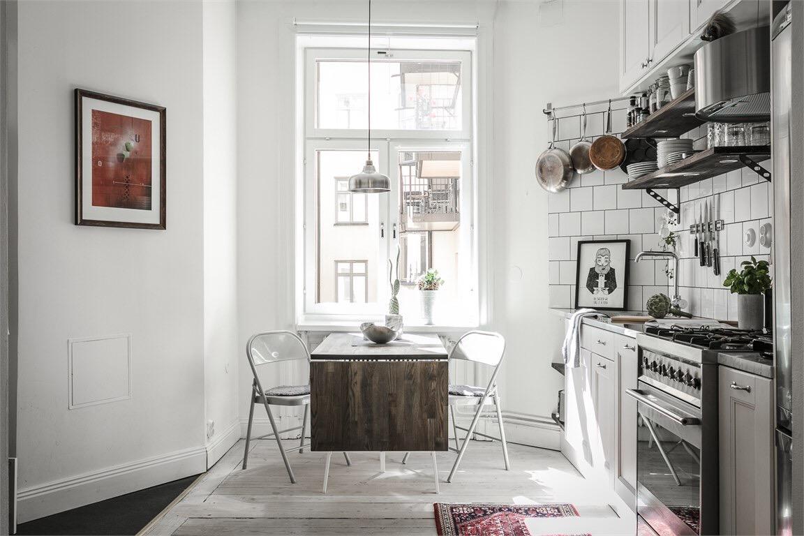 кухня стол окно