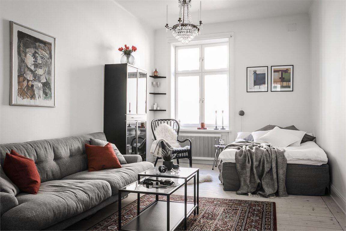 комната диван шкаф витрина кровать кресло шкура