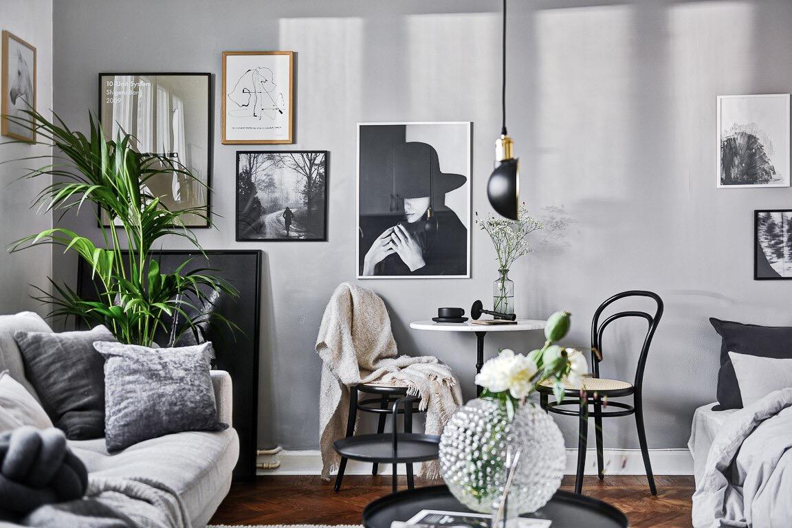 комната стена картины стол стулья