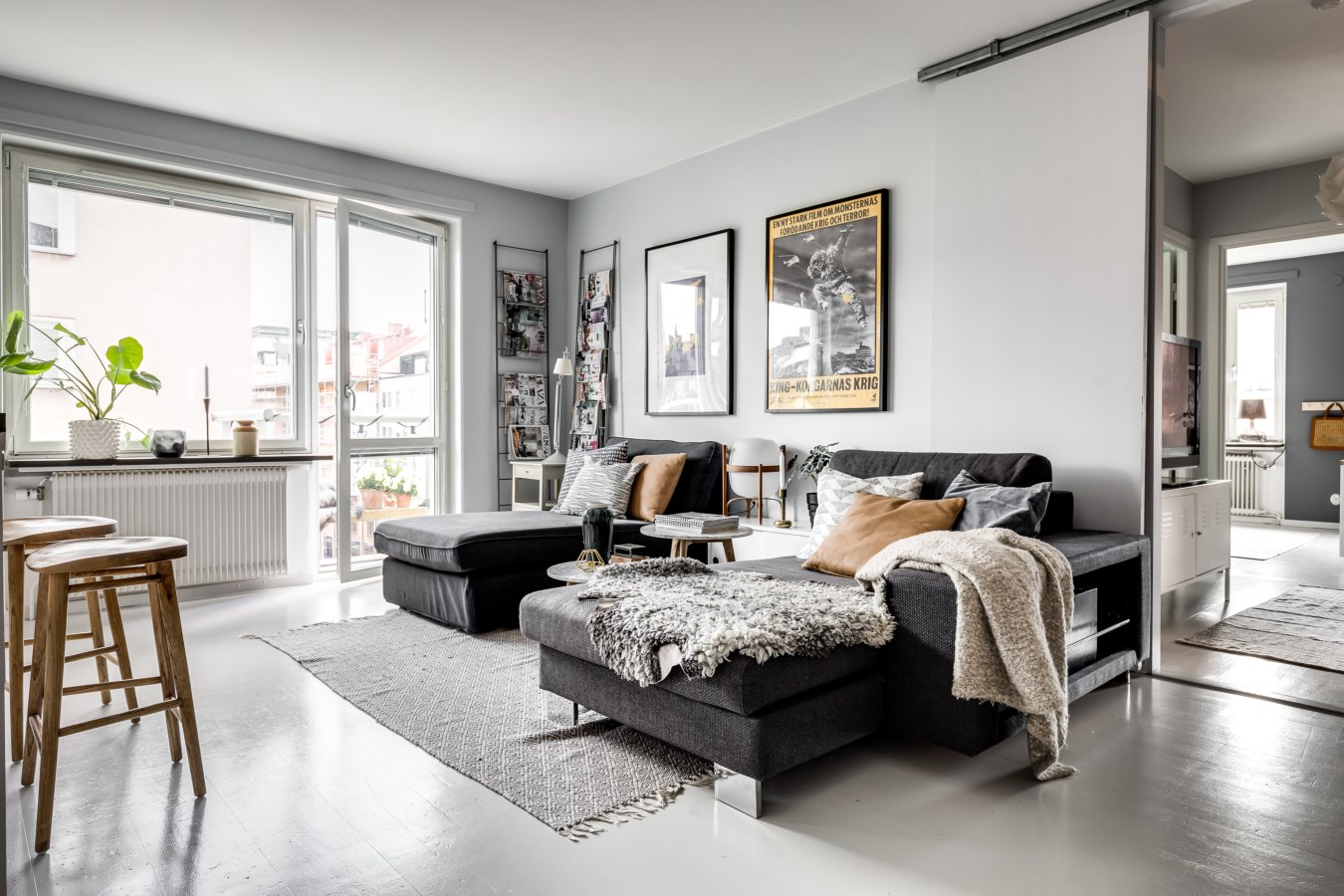 гостиная диван подушки ковер