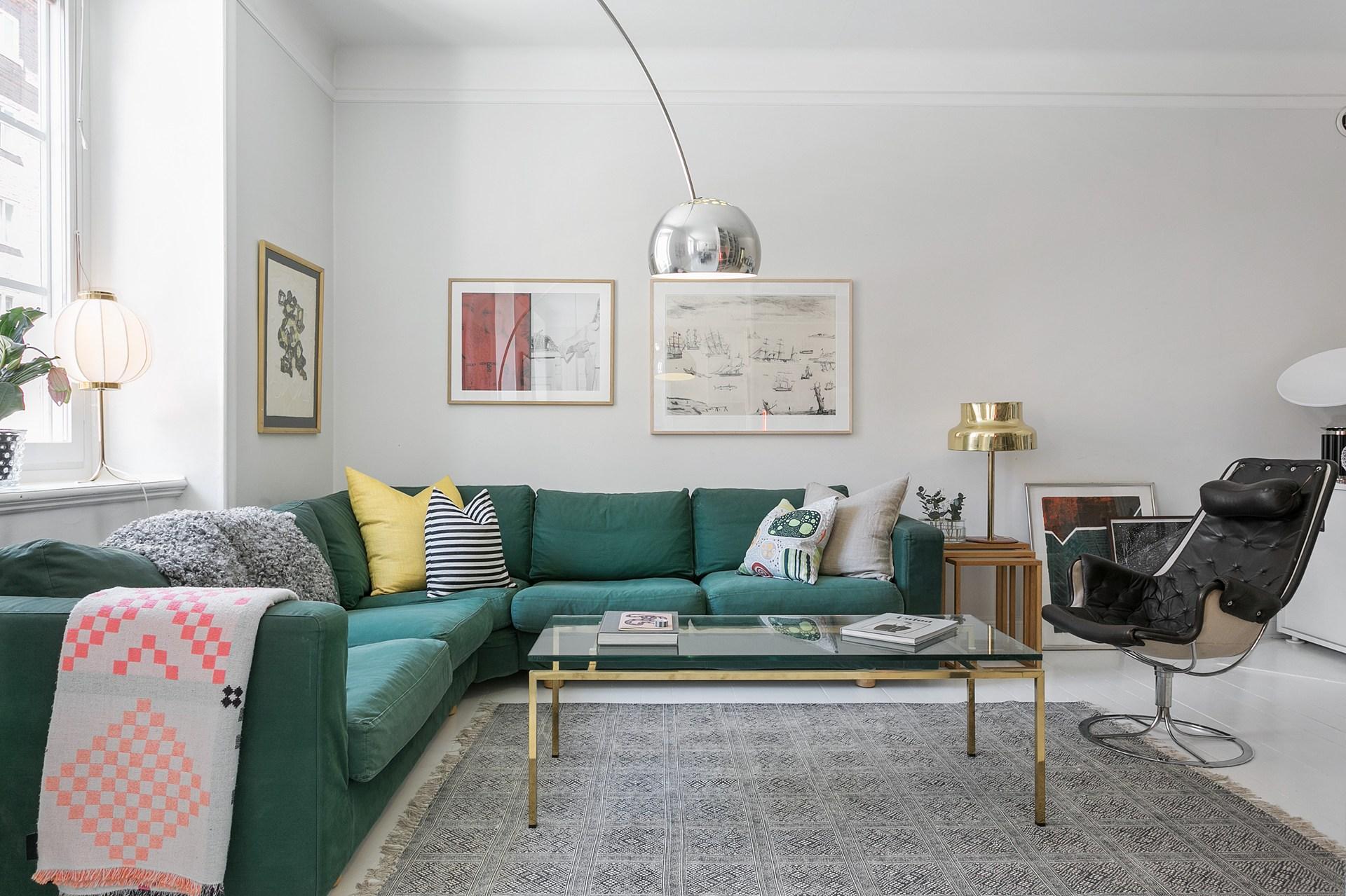 гостиная диван журнальный столик