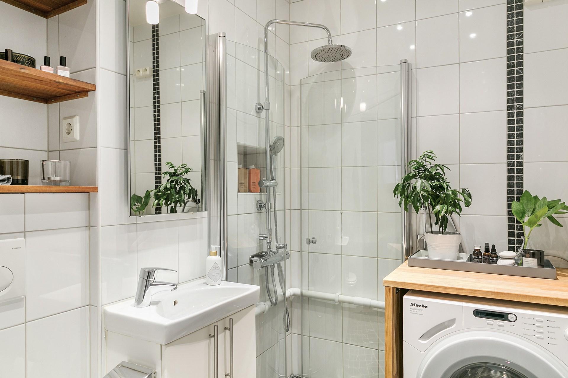 санузел душ раковина зеркало плитка