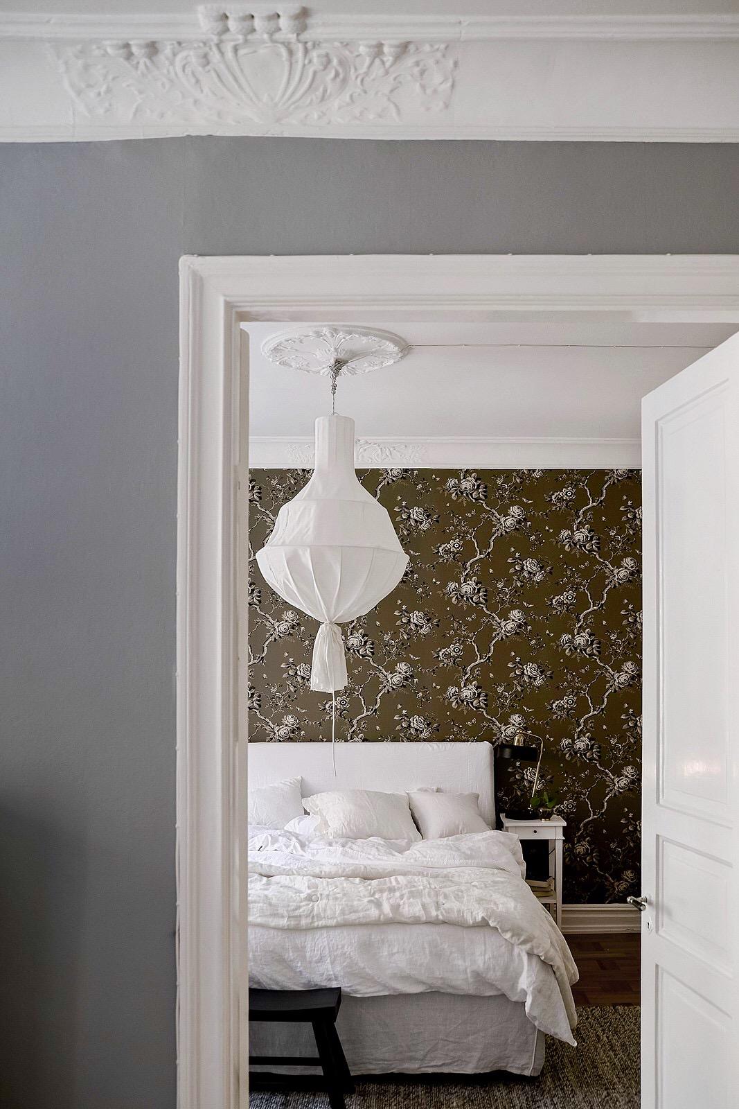 проем наличники дверь спальня потолочный карниз лампа лепнина