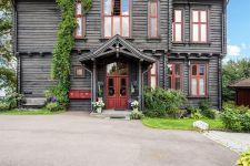 фасад загородного деревянного дома