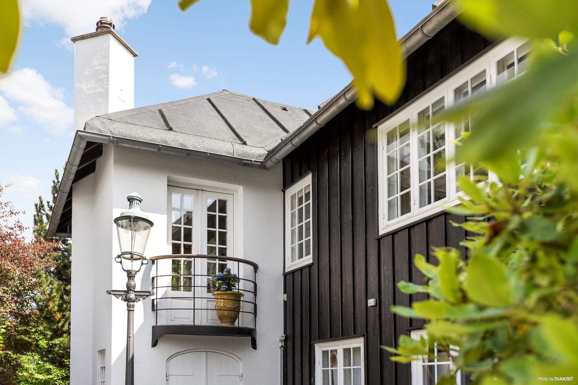 фасад загородного дома балкон