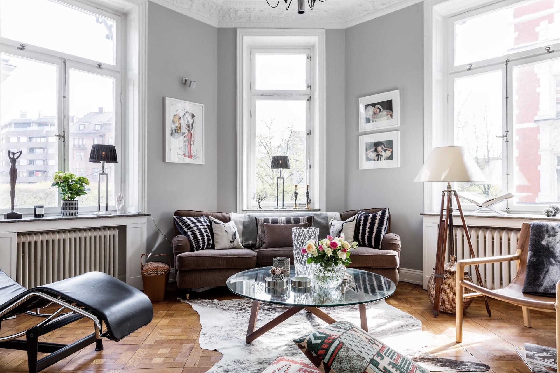 гостиная диван столик кресло шкура столик