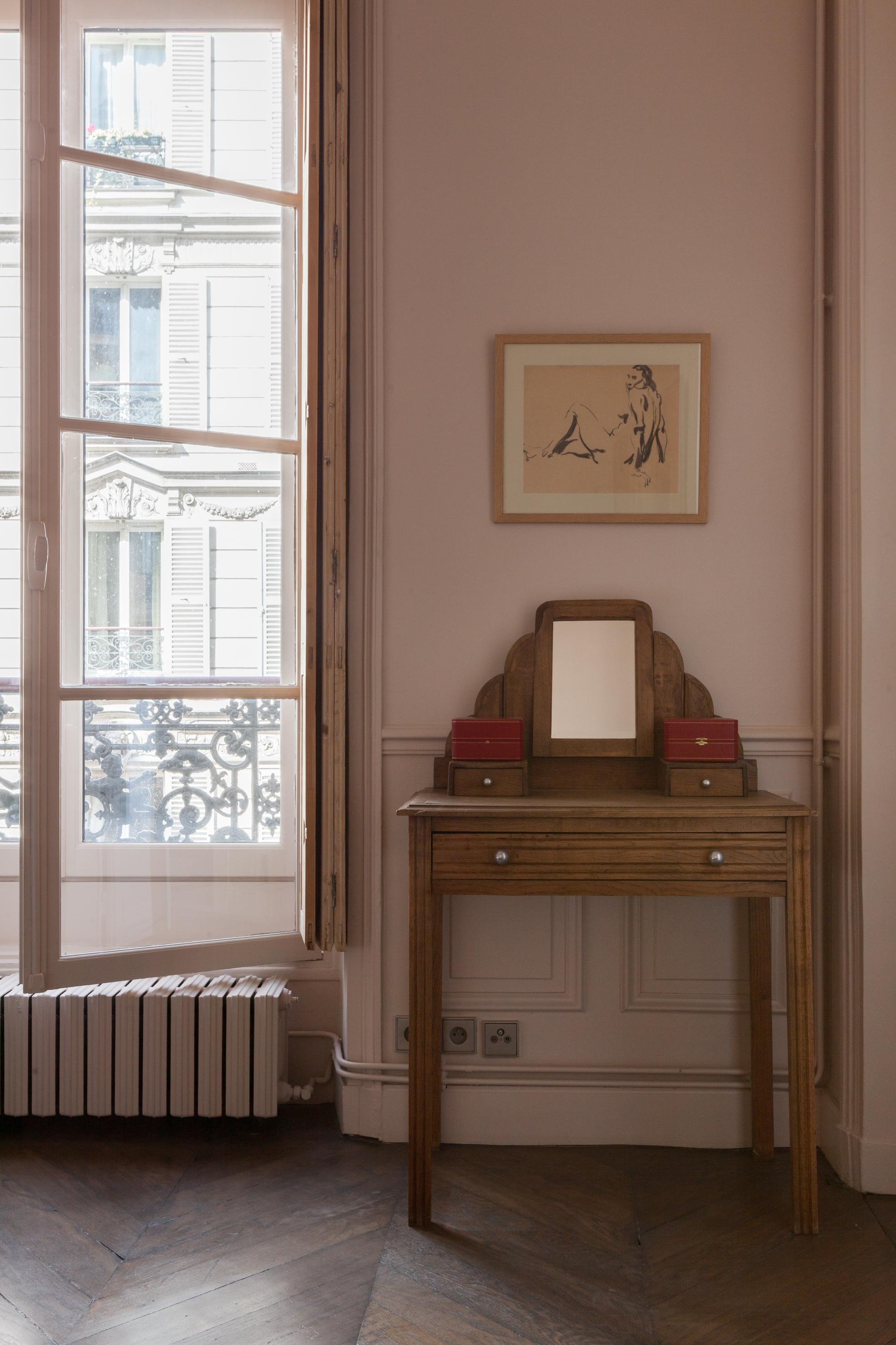спальня радиатор французские окна стеновые панели молдинги консоль
