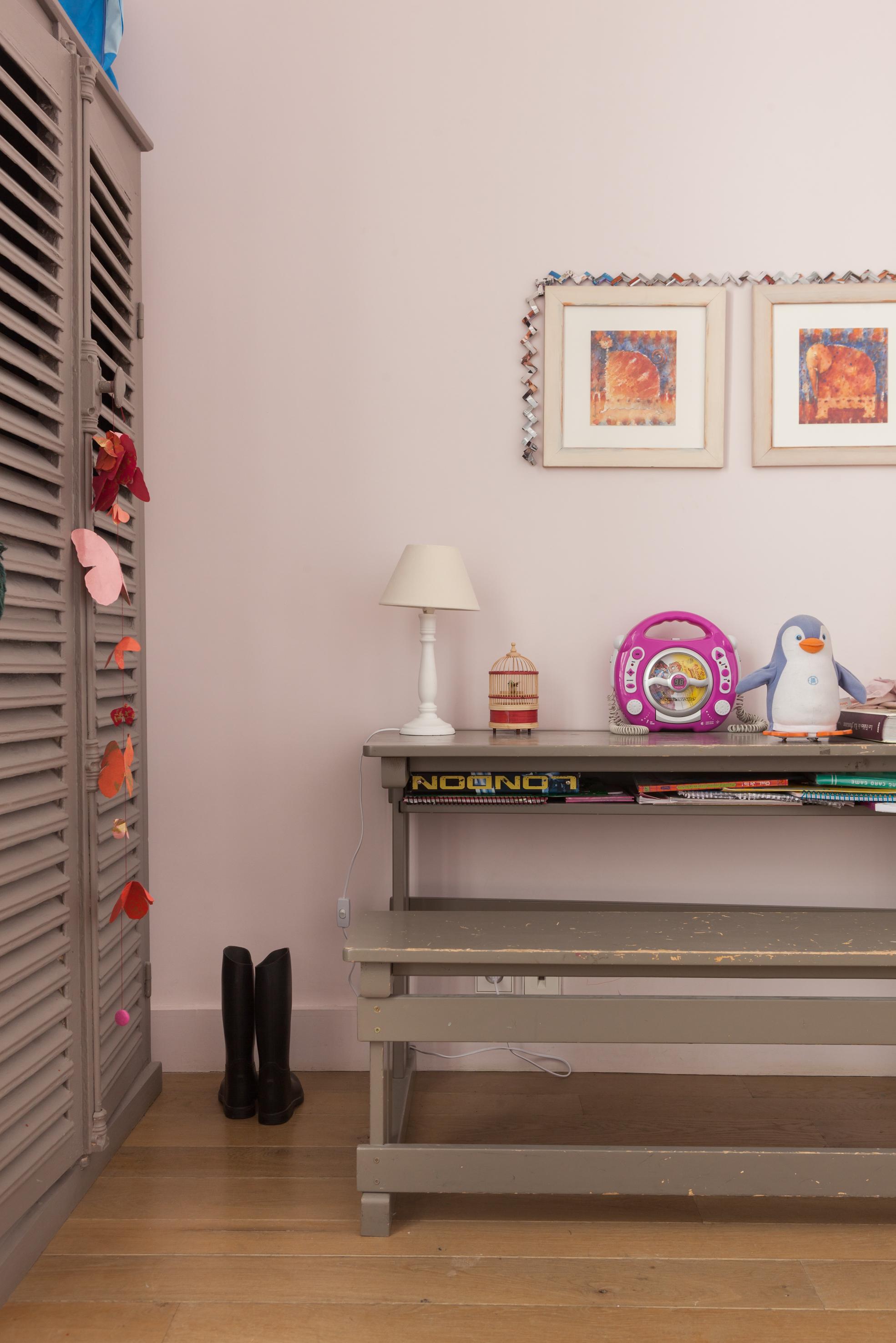 детская комната стол шкаф