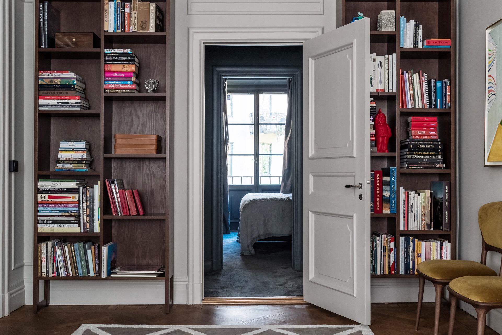 межкомнатная дверь наличники книжный шкаф